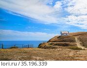 Old house on a hill by the sea. Стоковое фото, фотограф Юрий Бизгаймер / Фотобанк Лори