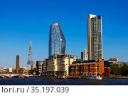 England, London, Southwark, Bankside Skyline and River Thames. Стоковое фото, фотограф Steve Vidler / age Fotostock / Фотобанк Лори