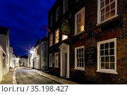 England, Kent, Deal, The Ship Inn Pub and Street Scene. Стоковое фото, фотограф Steve Vidler / age Fotostock / Фотобанк Лори