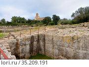 Roman cistern ruins and romanesque church of Sant Miquel de Olerdola... Стоковое фото, фотограф Josep Curto / easy Fotostock / Фотобанк Лори