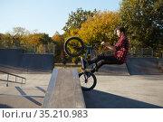 Young male bmx biker jumps on the wall. Стоковое фото, фотограф Tryapitsyn Sergiy / Фотобанк Лори