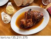 Fried pork knuckle with mustard and horseradish. Стоковое фото, фотограф Яков Филимонов / Фотобанк Лори