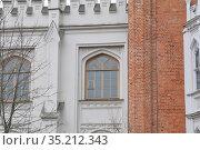 Часть императорских конюшен в Петергофе (2019 год). Редакционное фото, фотограф Татьяна Шикова / Фотобанк Лори