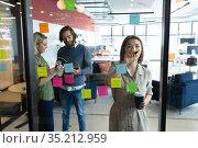 Diverse group of business people working in creative office. Стоковое фото, агентство Wavebreak Media / Фотобанк Лори