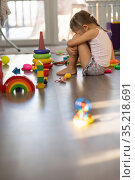 Girl six years old in the room. Стоковое фото, фотограф Типляшина Евгения / Фотобанк Лори