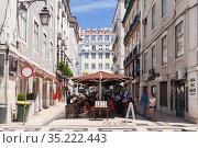 Street view of Lisbon at sunny day, restaurant (2017 год). Редакционное фото, фотограф EugeneSergeev / Фотобанк Лори