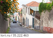 Madeira, Funchal old town street view (2017 год). Редакционное фото, фотограф EugeneSergeev / Фотобанк Лори