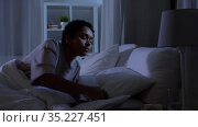 woman with tablet pc in bed at home at night. Стоковое видео, видеограф Syda Productions / Фотобанк Лори