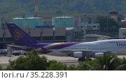 Thai Airways Boeing 747 taxiing (2019 год). Редакционное видео, видеограф Игорь Жоров / Фотобанк Лори