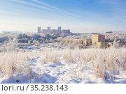 Snowy frosty city on a sunny day. Стоковое фото, фотограф Дмитрий Тищенко / Фотобанк Лори
