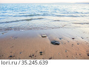 Sea surf on a sandy shore with pebbles. Стоковое фото, фотограф Юрий Бизгаймер / Фотобанк Лори