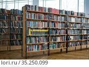 Стеллажи в библиотеке. Редакционное фото, фотограф Давид Мзареулян / Фотобанк Лори