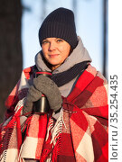 Warming up of gorgeous young woman in winter season, portrait in sunlight. Стоковое фото, фотограф Кекяляйнен Андрей / Фотобанк Лори