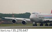 Cargolux 747 taxis after landing. Редакционное видео, видеограф Игорь Жоров / Фотобанк Лори