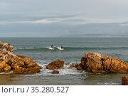 Baleal, Beira Litoral - Portugal - 13 December 2020: two surfers ... Стоковое фото, фотограф Zoonar.com/Nando Lardi / age Fotostock / Фотобанк Лори