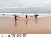 Baleal, Beira Litoral - Portugal - 13 December 2020: family of three... Стоковое фото, фотограф Zoonar.com/Nando Lardi / age Fotostock / Фотобанк Лори