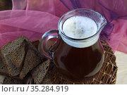 Хлебный квас - традиционный русский напиток домашнего приготовления. Стоковое фото, фотограф Наталия Кузнецова / Фотобанк Лори