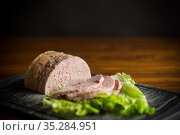 homemade sausage from minced meat with spices. Стоковое фото, фотограф Peredniankina / Фотобанк Лори