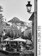 Old street in Plaka district in Athens (2019 год). Стоковое фото, фотограф Роман Сигаев / Фотобанк Лори
