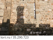 Masonry wall of an ancient castle, on which the shadow of the chimney of another building is visible. Стоковое фото, фотограф Евгений Харитонов / Фотобанк Лори
