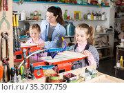 Schoolgirls learn patiently carving. Стоковое фото, фотограф Яков Филимонов / Фотобанк Лори