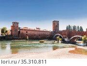 Ponte Scaligero over the river Adige and the castle of Castelvecchio, Verona, Italy (2017 год). Стоковое фото, фотограф Наталья Волкова / Фотобанк Лори