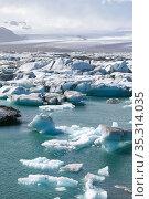 Ice chunks of glacier in lagoon. Стоковое фото, фотограф Stefan Renner / easy Fotostock / Фотобанк Лори