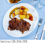 Grilled beef tenderloin steak with potato. Стоковое фото, фотограф Яков Филимонов / Фотобанк Лори