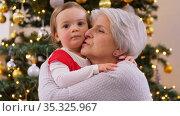 grandmother and baby girl hugging on christmas. Стоковое видео, видеограф Syda Productions / Фотобанк Лори