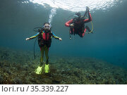 8 year-old girl and instructor (model released), Coral Gardens dive... Стоковое фото, фотограф Colin Marshall / age Fotostock / Фотобанк Лори