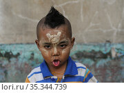 Yangon, Myanmar, portrait of a little boy with thanaka paste makeup on his face (2014 год). Редакционное фото, агентство Caro Photoagency / Фотобанк Лори