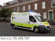 Great Britain, Northern Ireland, Belfast - Ambulance on duty (2019 год). Редакционное фото, агентство Caro Photoagency / Фотобанк Лори
