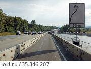 Bad Homburg, Germany, cars driving through a construction site on the A5 motorway. Редакционное фото, агентство Caro Photoagency / Фотобанк Лори
