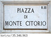 Street sign the Piazza Montecitorio in Rome - Italy.. Стоковое фото, фотограф Peter Probst / age Fotostock / Фотобанк Лори