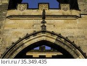Coat of Arms. Malá Strana Gate to Charles IV Bridge.Prague. Czech... Стоковое фото, фотограф Luis Castañeda / age Fotostock / Фотобанк Лори