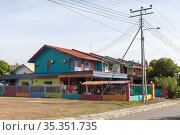 Kota Kinabalu, Malaysia. Street view with colorful houses (2019 год). Стоковое фото, фотограф EugeneSergeev / Фотобанк Лори