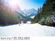 Mountain ski trail on the sunny day in French Alps. Стоковое фото, фотограф Сергей Новиков / Фотобанк Лори