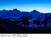 Night view of Courchevel village and ski slopes (2020 год). Стоковое фото, фотограф Сергей Новиков / Фотобанк Лори