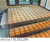 Армирование бетонного крыльца сеткой из арматуры. Стоковое фото, фотограф Вячеслав Палес / Фотобанк Лори
