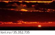 Sunset at sea landscape. Стоковое видео, видеограф Игорь Жоров / Фотобанк Лори