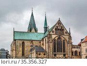 Catholic Paderborn Cathedral is mainly of the 13th century, Germany. Стоковое фото, фотограф Zoonar.com/Boris Breytman / easy Fotostock / Фотобанк Лори