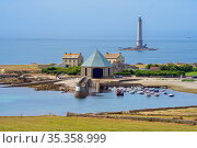Phare de Goury lighthouse and lifeboat station in the port near Auderville at the Cap de La Hague, Cotentin peninsula, Lower Normandy, France. August 2020. Стоковое фото, фотограф Philippe Clement / Nature Picture Library / Фотобанк Лори