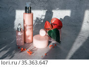 Cosmetic bootles with flowers. Стоковое фото, фотограф Jan Jack Russo Media / Фотобанк Лори