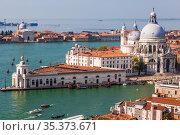 Panoramic view on Venice and the Basilica Santa Maria della Salute from the bell tower of St. Mark's Cathedral, Italy (2017 год). Стоковое фото, фотограф Наталья Волкова / Фотобанк Лори