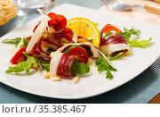 Tasty Magret de canard seche salad. Стоковое фото, фотограф Яков Филимонов / Фотобанк Лори