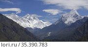 NEPAL Everest Region -- Panorama showing Mount Everest (left), Mount... Редакционное фото, фотограф Jonathan William Mitchell / age Fotostock / Фотобанк Лори