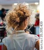 Молодая девушка со стильной прической. Стоковое фото, фотограф Виталий Куликов / Фотобанк Лори