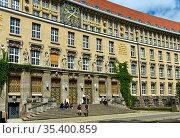 Eingangsportal zum Gründungsbau der Deutschen Bücherei von 1914, ... Стоковое фото, фотограф Zoonar.com/Georg_A / age Fotostock / Фотобанк Лори