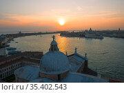 Яркий сентябрьский закат над Венецией. Италия (2017 год). Стоковое фото, фотограф Виктор Карасев / Фотобанк Лори