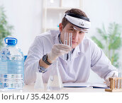 Young chemist student experimenting in lab. Стоковое фото, фотограф Elnur / Фотобанк Лори